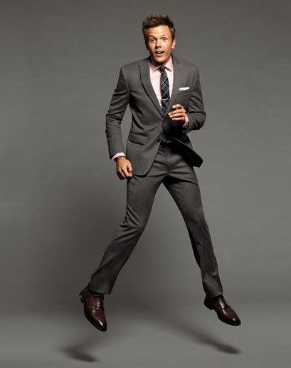 gri-takım-elbise-kahverengi-ayakkabı