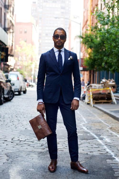 lacivert-takım-elbise-kahverengi-ayakkabı